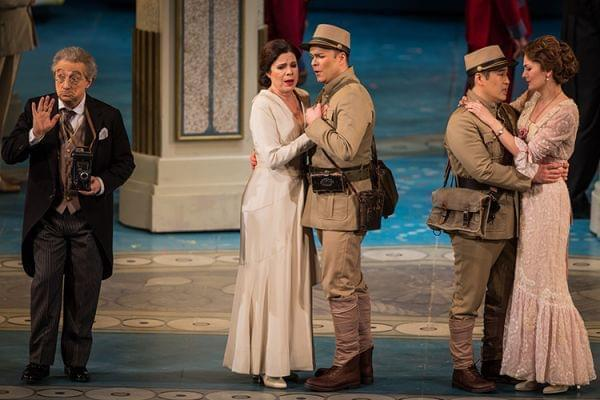 The Lyric Opera of Chicago performing Mozart's Così fan tutte.