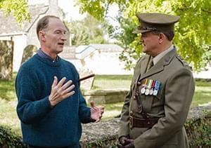 Alastair Bruce describes the proper protocol of an officer to Hugh Bonneville (Lord Grantham) between takes.